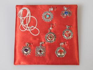 Chakra-Box mit allen sieben Chakra-Anhängerninkl. Beschreibung, 50 cm Fuchsschwanzkette