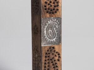 Räucherturm Art mit Messing Emblem